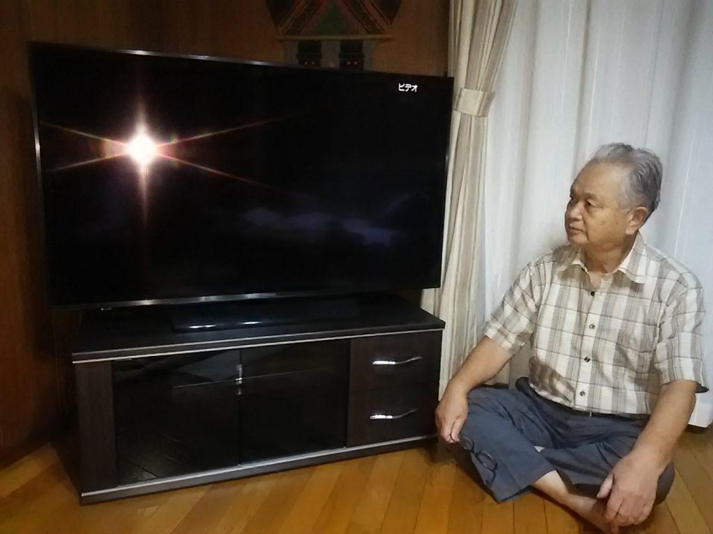4Kテレビとテレビ台の納品
