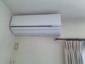 ポンプダウン作業とエアコン取り付け工事